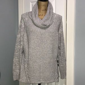Cowl neck knitted long sleeved light sweater